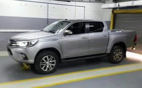 Появились фото салона нового пикапа Toyota Hilux