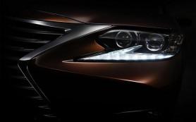 Lexus опубликовал первое изображение обновленного седана ES