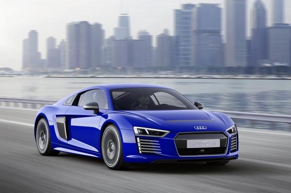 Audi представила беспилотный электрический R8