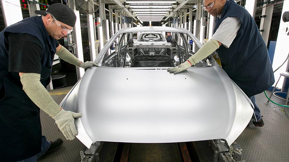 GM потратит четверть миллиарда долларов на две новые модели