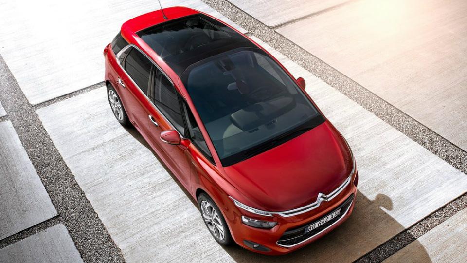 Автомобили Peugeot и Citroen научатся парковаться без водителя