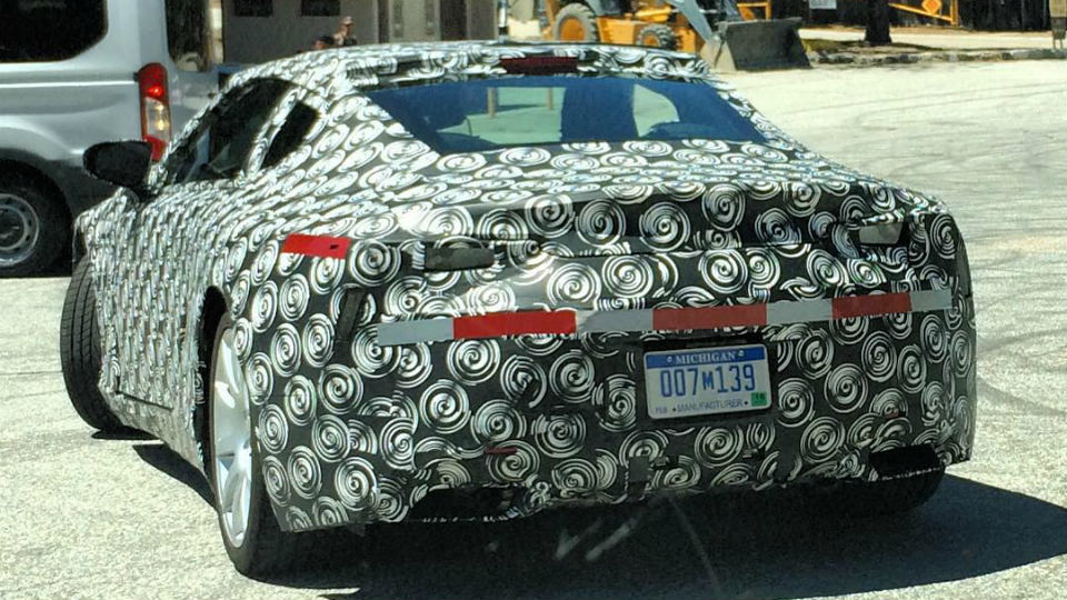 Lexus вывел на испытания большое спорткупе
