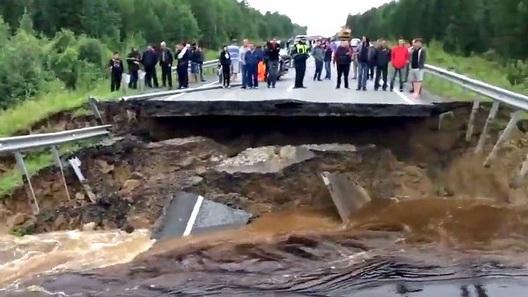 Участок трассы Тюмень — Ханты-Мансийск уплыл в лес