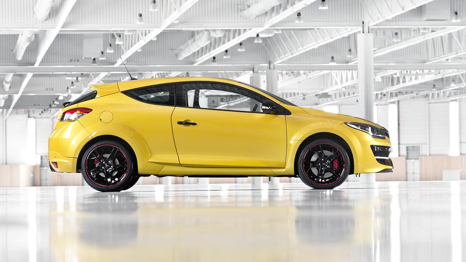Renault сделает спортивные модели гибридными