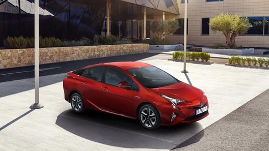 Toyota показала новое поколение культового «гибрида»