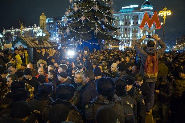 Сотни москвичей вышли на митинг против платных парковок