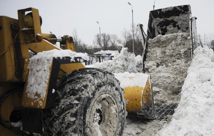 Собянин: убирать снег нужно активнее