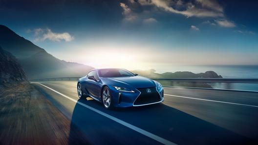 Lexus покажет в Женеве гибридную версию спорткара LC 500