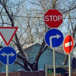 В Госдуме просят провести ревизию дорожных знаков в Москве