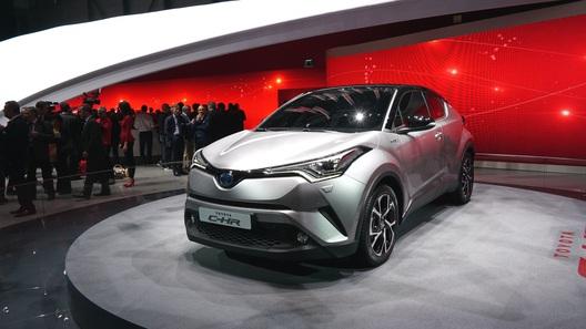 Toyota построила первый в мире гибридный компакт-кроссовер