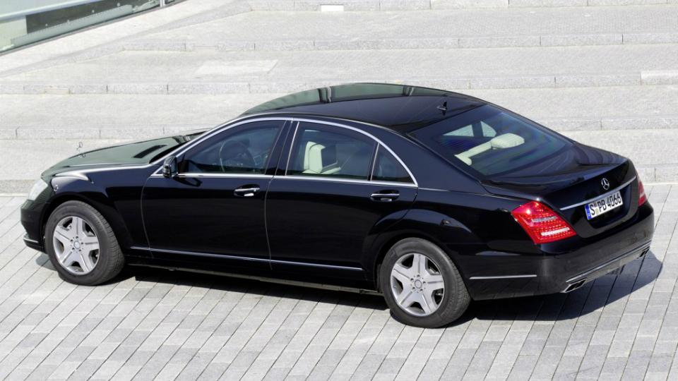 Президент и сотрудники администрации отчитались о личных машинах