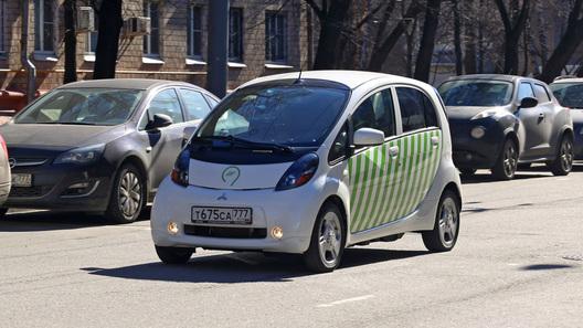 Нарушителей парковки в Москве будут вычислять электромобили