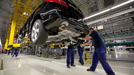 Mercedes-Benz обошел BMW по продажам впервые за 10 с лишним лет