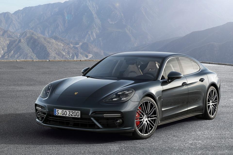 Новая Porsche Panamera стала гибридом