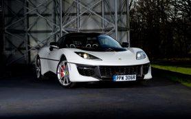 Lotus посвятил уникальную «Эвору» амфибии Бонда
