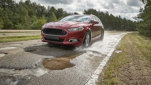 Автомобили Ford научатся «видеть» ямы на дорогах