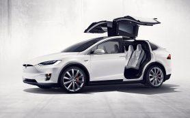 Владельцы Tesla Model X пожаловались на открывающиеся на скорости «крылья сокола»