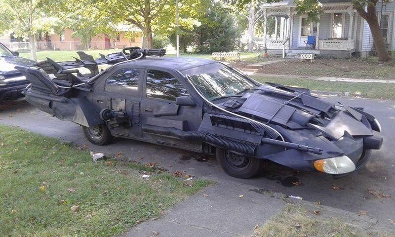 Бэтмен в шоке: Toyota Camry превратилась в машину для супергероя