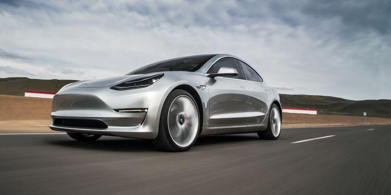 BMW частично раскрыла дизайн концепта нового родстера