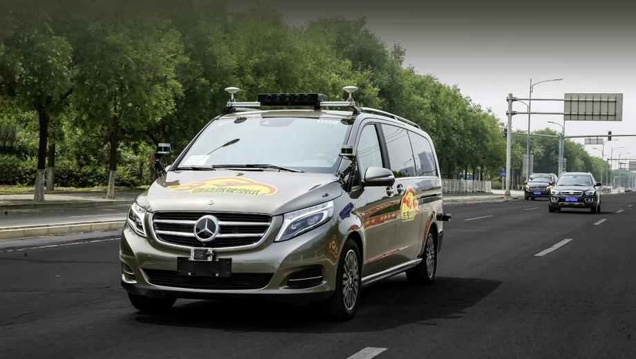 Концерн Daimler испытает беспилотники в пекинском трафике