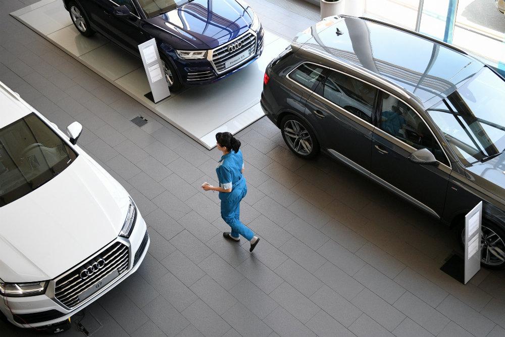 17 компаний изменили цены на автомобили в России