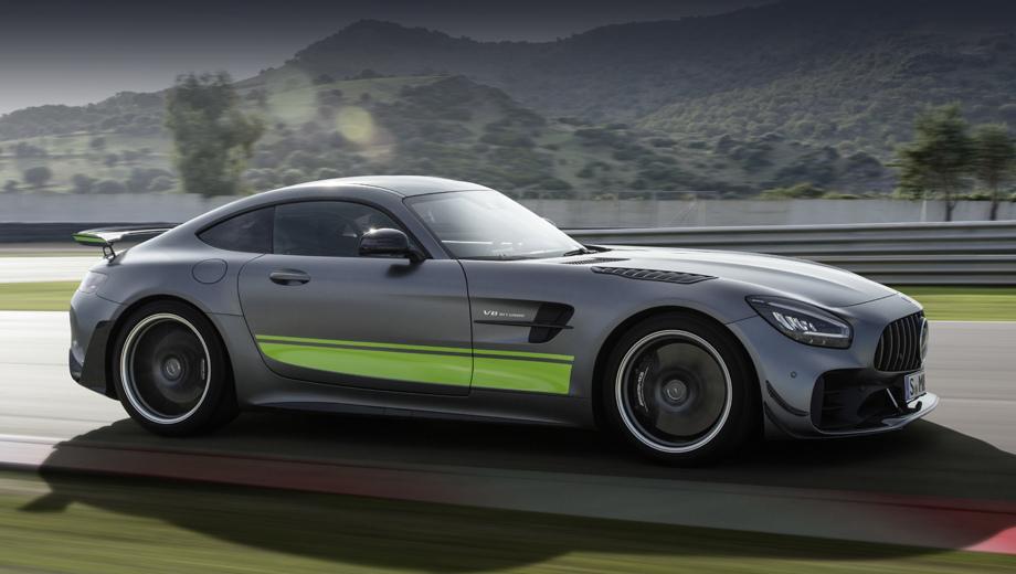 Спорткар Mercedes-AMG GT R PRO увенчал обновлённое семейство
