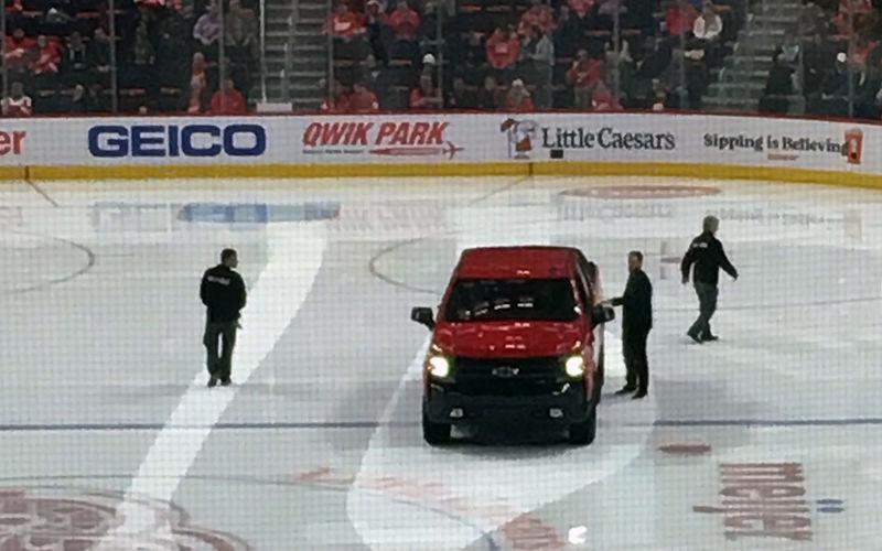 Рекламный провал: Chevrolet Silverado сломался посреди катка