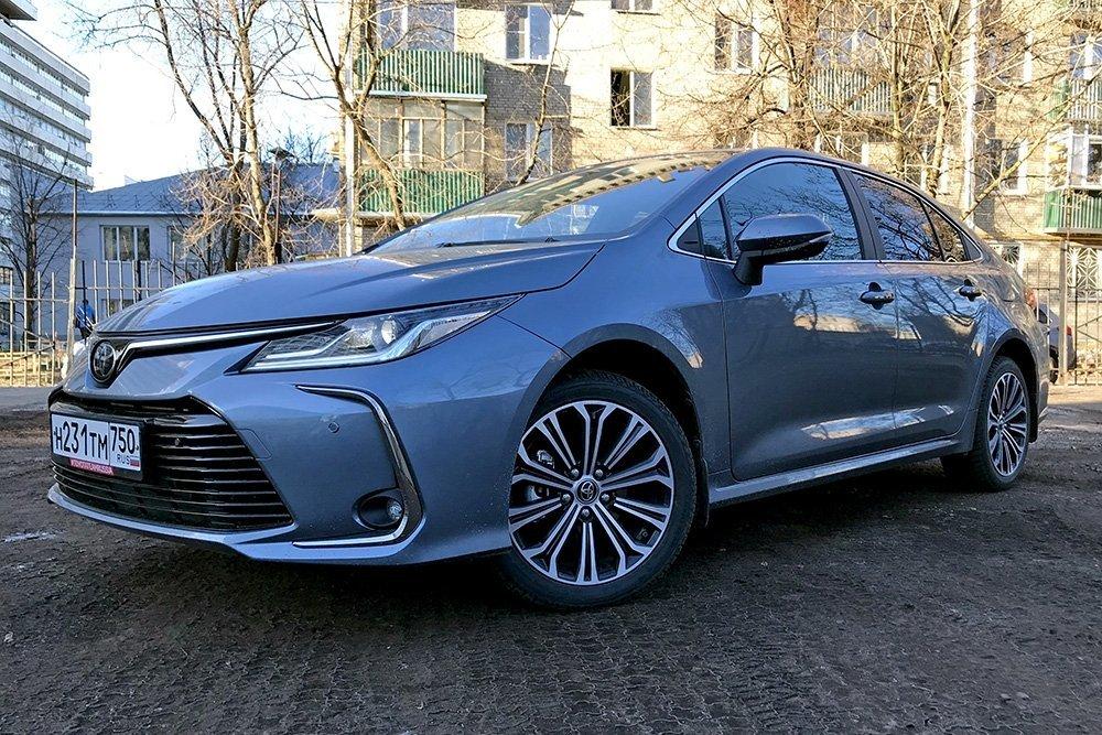 Новая Toyota Corolla: зачем покупать «маленькую Camry» за 1,7 млн рублей