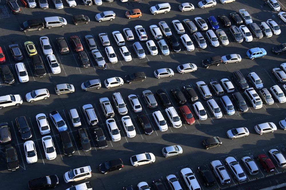 В Госдуме высказались против сокращения мест для парковки