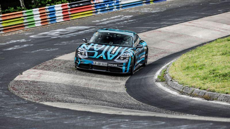 Электромобиль Porsche стал рекордсменом еще до премьеры