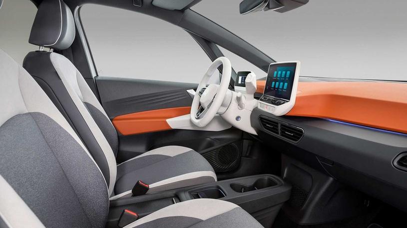 Новое поколение кроссовера Toyota RAV4 начали продавать в России