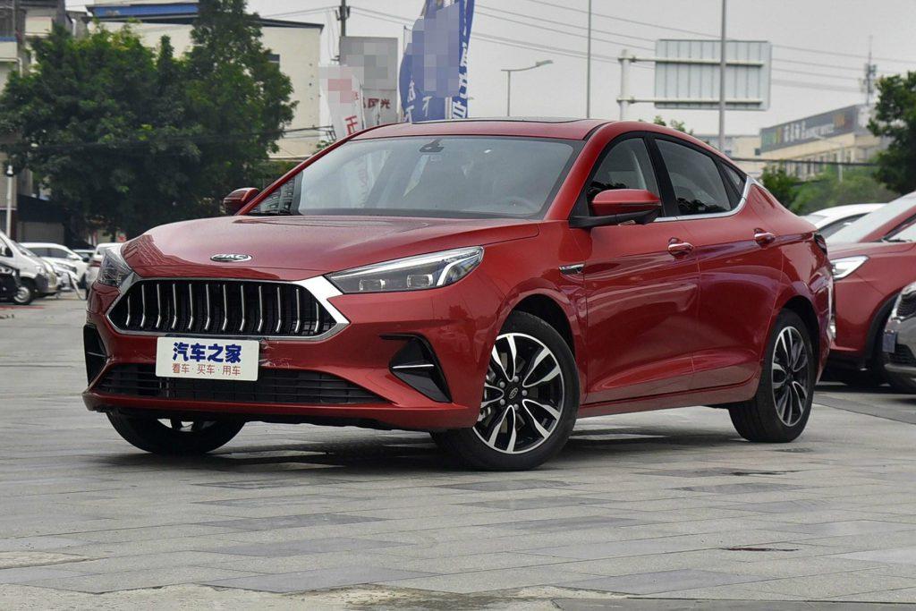 Китайский JAC представил недорогой седан со стильным дизайном