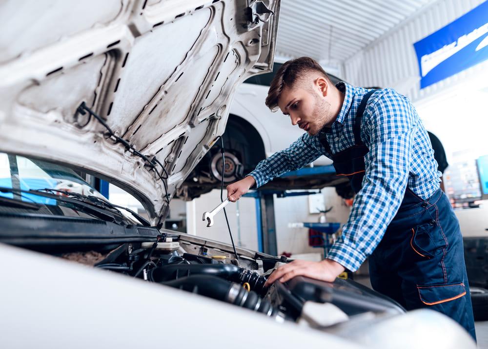 Ремонт автомобилей: когда нанять профессионала?