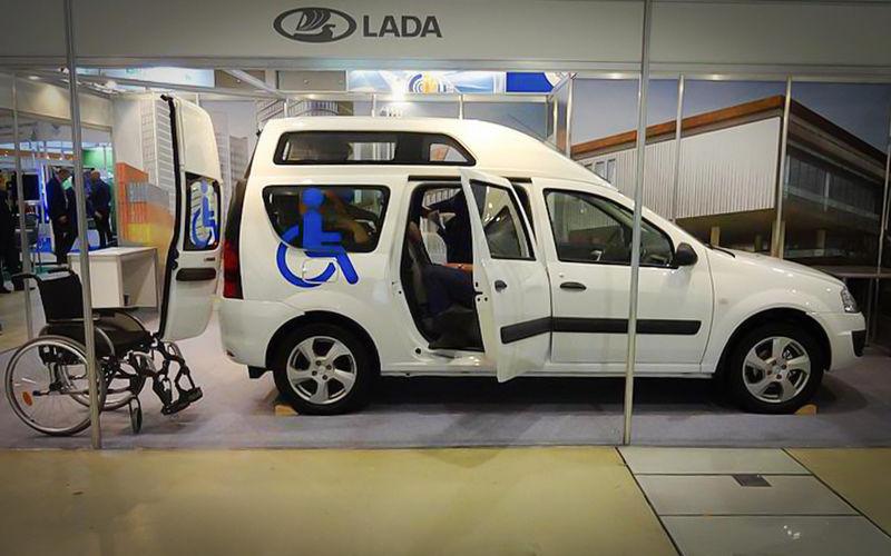 Универсал Lada Largus получил новую версию — для инвалидов-колясочников