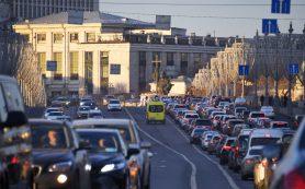 Автомобили Tesla научатся «разговаривать» с пешеходами