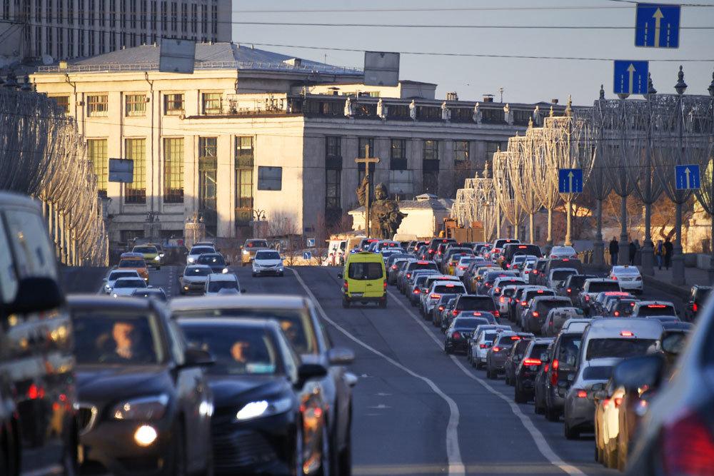 ЦОДД попросил автомобилистов пересесть на общественный транспорт