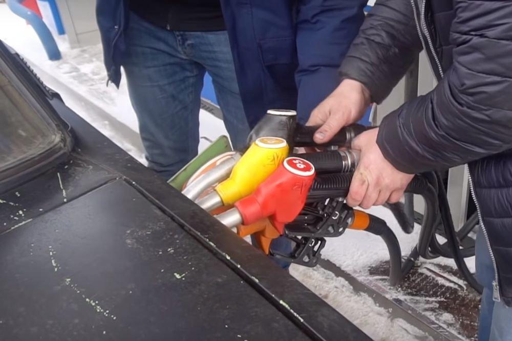 Что будет, если заправить машину всеми видами топлива