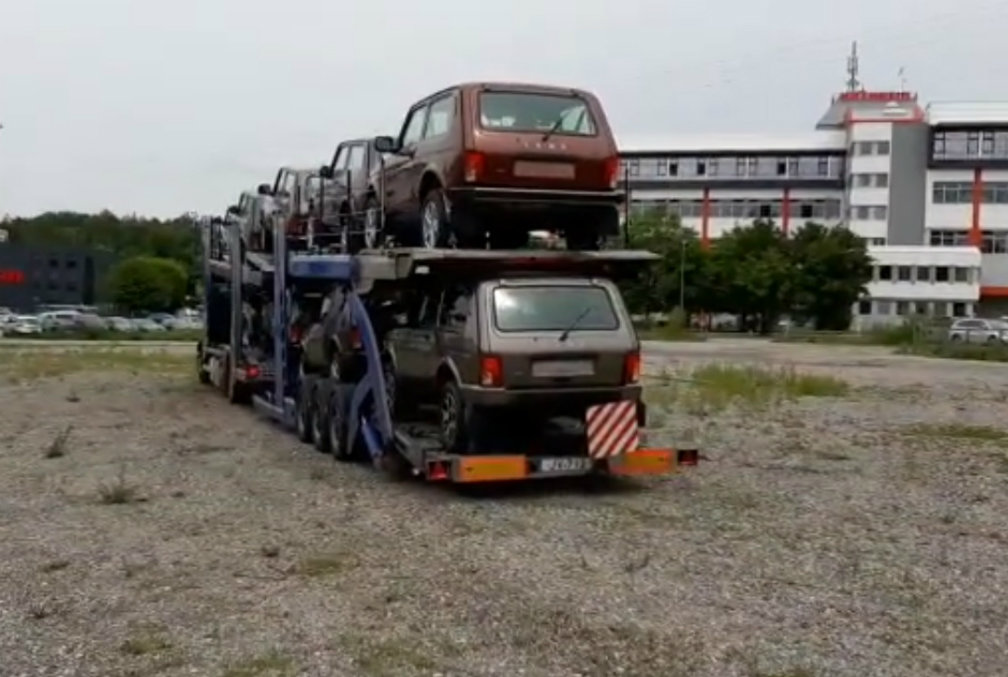 Немцы не хотят прощаться с «Нивой»: Lada продолжают отправлять в Европу