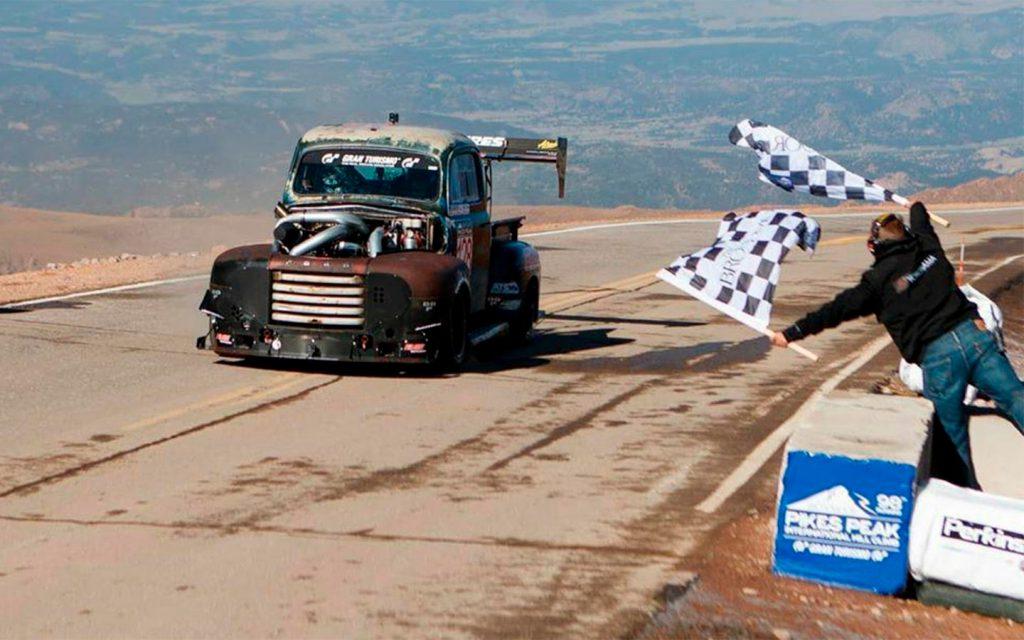Пикап Ford 1949 года установил новый рекорд на горе Пайкс-Пик