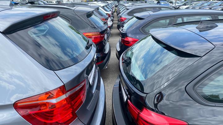 В России впервые с начала года зафиксировано снижение цен в автосалонах