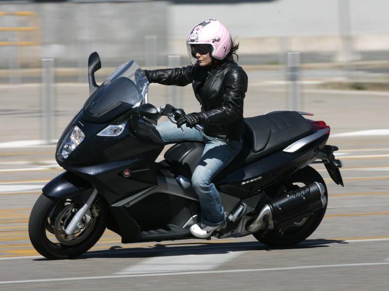 Обзор скутера Gilera GP800