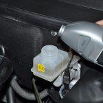Что нужно знать о замене тормозной жидкости автомобиля