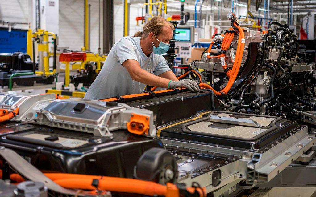 Volvo увеличит объемы производства из-за популярности электрокаров