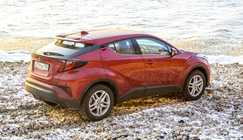 Чем Toyota CH-R зацепит водителя? Испытываем яркий кроссовер