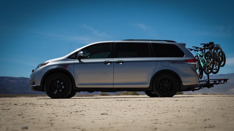 Toyota Sienna обрела спецверсию с увеличенным дорожным просветом на фоне старта кроссвэна Kia