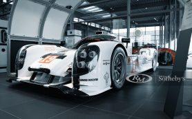 Макет гоночного Porsche продают по цене настоящего Cayenne
