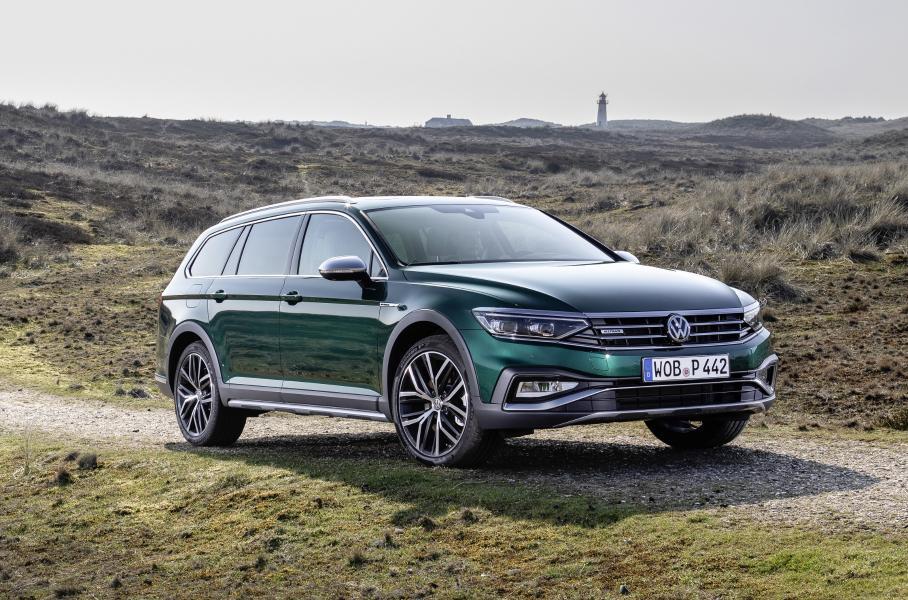 Обновленный универсал Volkswagen Passat Alltrack добрался до России