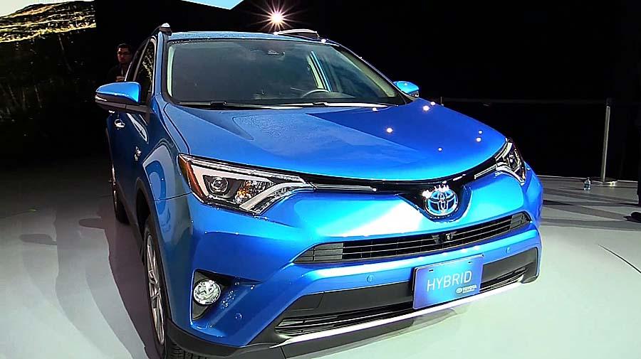 Toyota анонсировала рестайлинговый RAV4: новая «оптика» и больше удобств