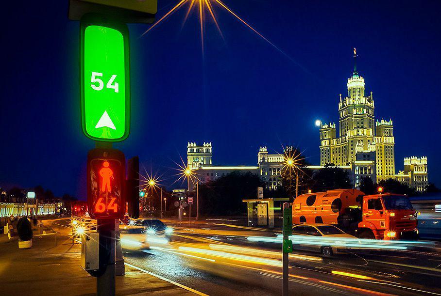Как могут выглядеть «умные»светофоры будущего с интегрированной анимацией и дорожными знаками