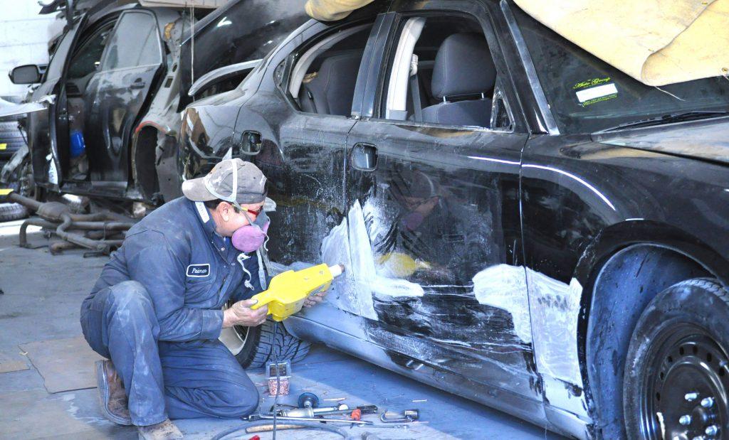 Как выровнять наружные и внутренние части кузова автомобиля?